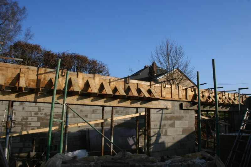 Banch coul notre maison for Beton coule en place